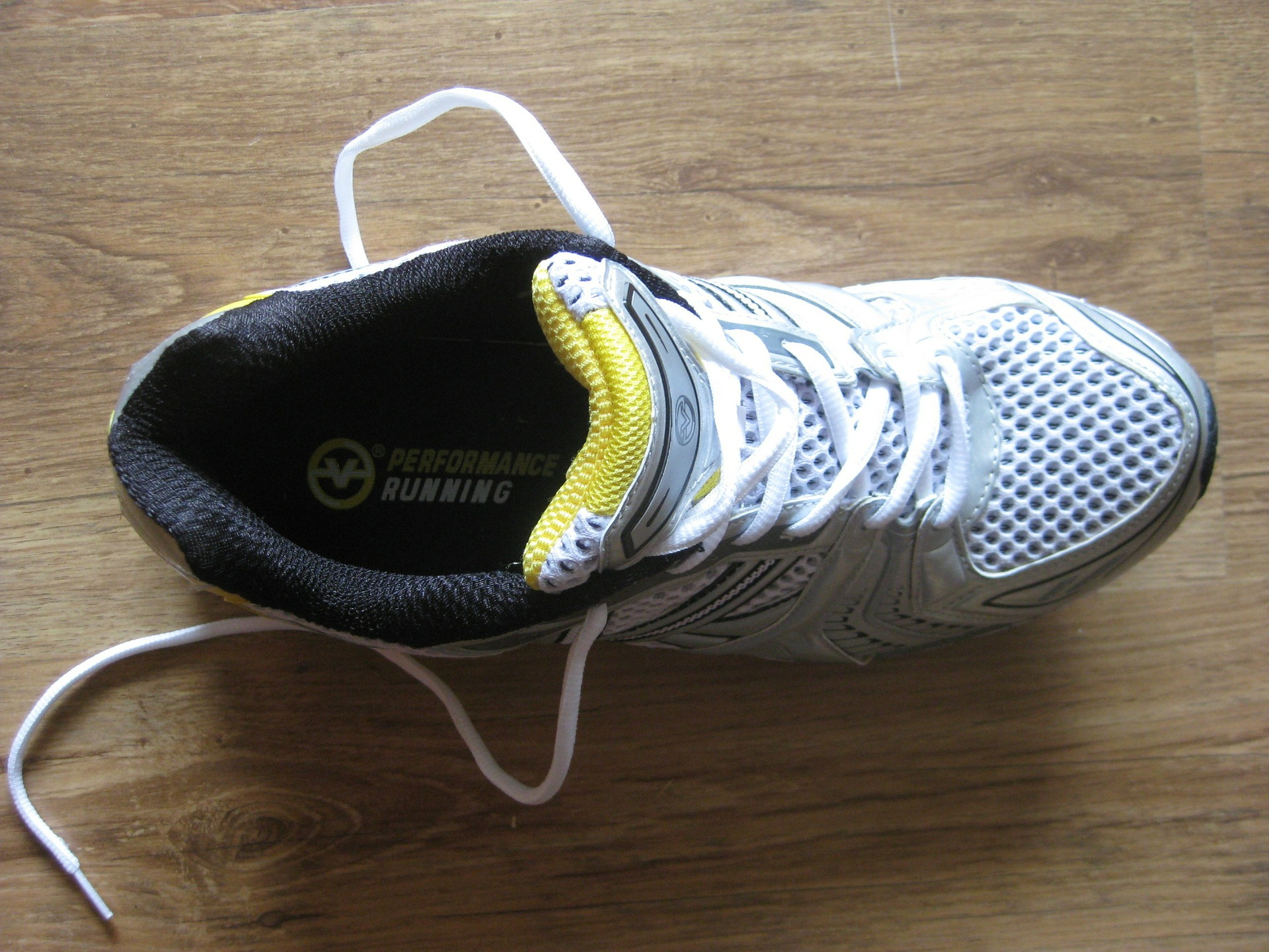 sneakers-279324_1920